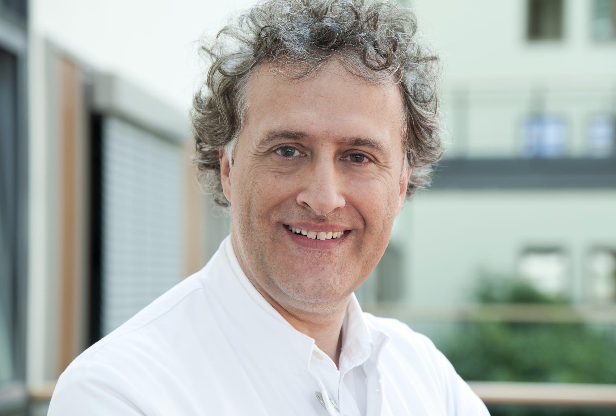 R. Becker, független szakértő